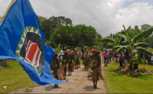 2014_02_03_14_18_48_c_NRuss_Bougainville_flag_welcome_Bougainville___Flickr_Photo_Sharing_