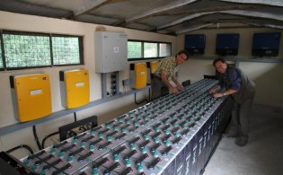 Stefano & Tortilis Camp manager Andrea in the Solar Control Room