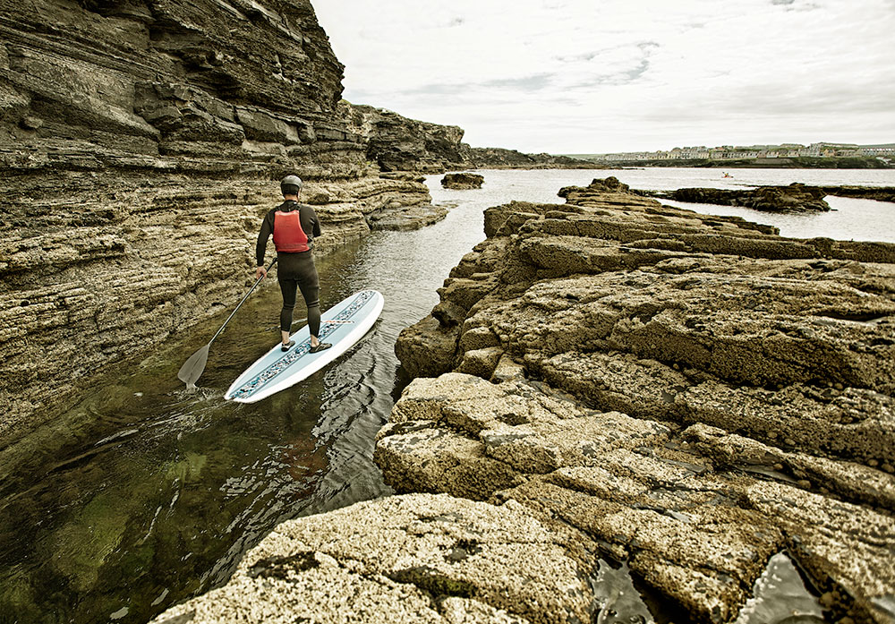 Stand up paddleboard on the Wild Atlantic Way of Ireland. © ATTA / Lukasz Warzecha