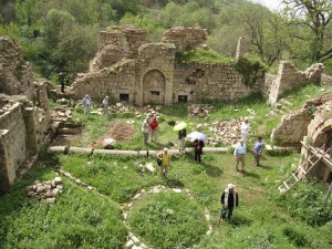 2 - isitors to archelogical site in Kurdistan  (1)