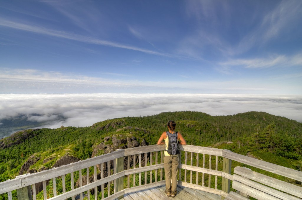 2-Hiking-the-Summits-Parc-national-Monts-Valin-c-Fabrice-Tremblay