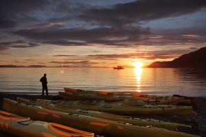 Kayaking under the Midnight Sun / © Frank Andreassen