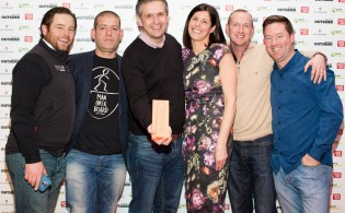 8 Winners of Best Outdoor Adve nture Escape provider or destination, Extreme Ireland with Just Eat's Amanda Roche Kelly