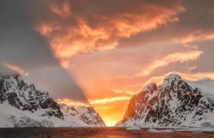 Antarctica light - Copyright Joshua Holko - www.jholko.com