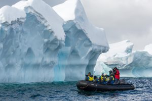 photographers-in-zodiac-antarctica-michael-baynes-aurora-expeditions