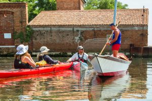 kayakers-meet-venetian-rower