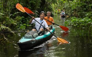 amazon-kayaking-tour-happy-couple-t3-696x464