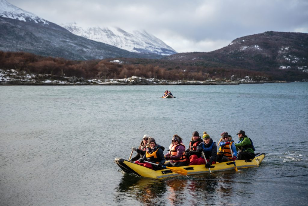 Canoe tour in Lapataia bay at the Tierra del Fuego National Park © ATTA / Hassen Salum