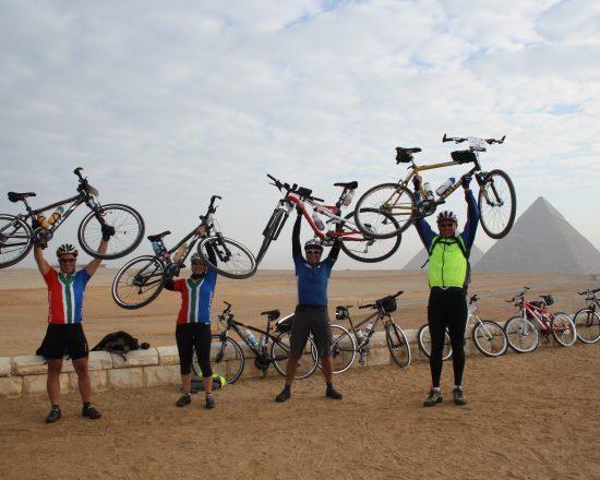 tour-dafrique-at-cairo-pyramids-2-courtesy-of-tda-global-cycling